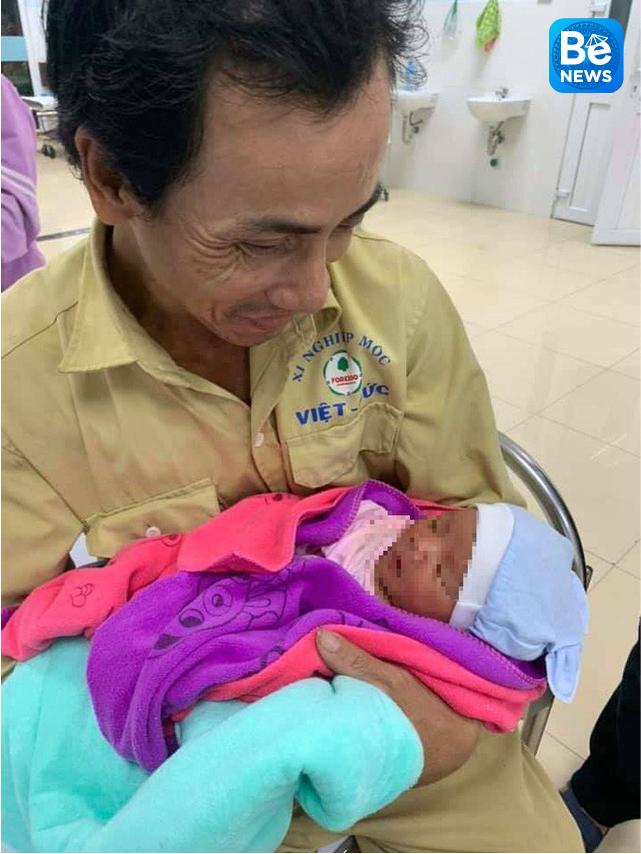 生後7日の男性赤ちゃんは道に捨てられた2