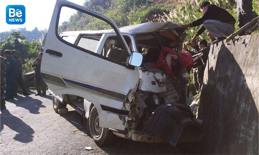 車が崖に衝突し、二人が死亡した1